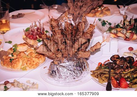 to spread the table barbecue and a variety of other foods