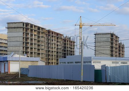 Construction of a new high-rise district of monolithic houses
