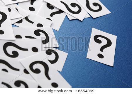 Fragezeichen Symbole Konzept für Verwirrung, Frage oder Lösung