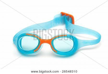 Óculos azuis mergulho no fundo branco