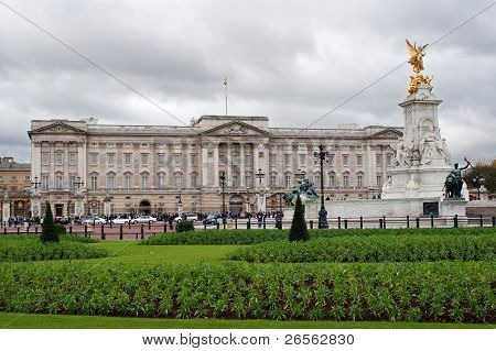 Buckingham palace and gardens in a typical cloudy day in London