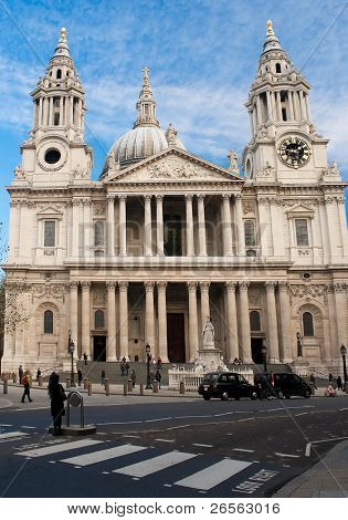 St Paul Cathedral in London in a beautiful clear day