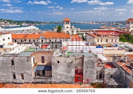 Los tejados rojos de histórico de la Habana Vieja