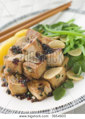 Tofu frito con salsa caramelizada