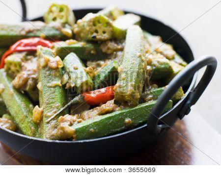 Karahi plato con Bhindi Masala