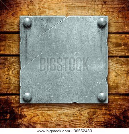 Placa de metal vintage em pranchas de madeira antigas