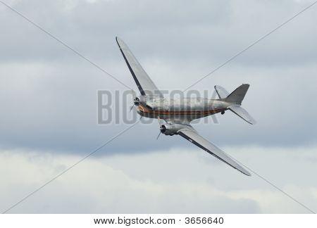 Dpuglas Dc-3 In Airshow