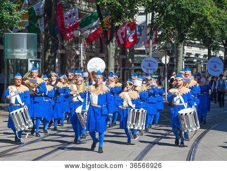 ZURICH - AUGUST 1: Zurich city orchestra in traditional costumes openning the Swiss National Day parade on August 1, 2009 in Zurich, Switzerland.