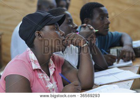 Escola de educação continuada em Cite Soleil-Haiti.