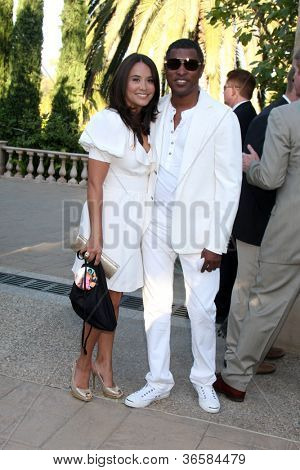 LOS ANGELES - JUL 24: Kenneth 'Babyface' Edmonds & Nicole Edmonds at the 12th Annual HollyRod Foundation DesignCare Event at Ron Burkle's Green Acres Estate on July24, 2010 in Beverly Hills, CA
