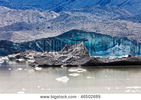 Tasman Glacier Lake Icebergs In Aoraki Mt Cook Np