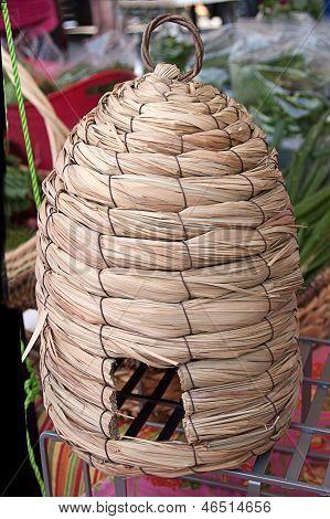 Cesta de colmena de abeja tejida