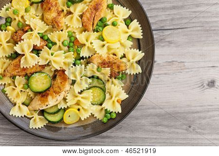 Pasta with zucchini and chicken