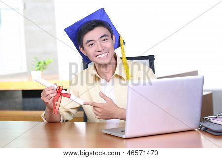 Online training course - Young Asian graduation student guy