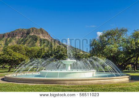 Dillingham Fountain And Diamond Head