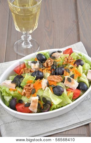 Salad with grapes, chicken breast and tomatoes
