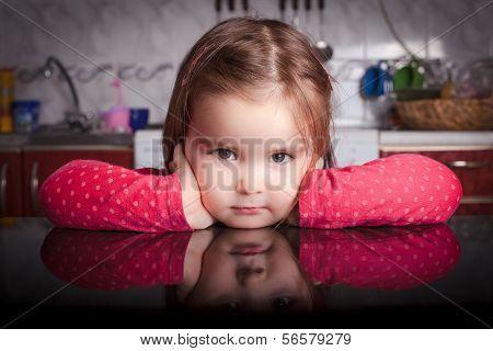 Little girl in the kithen