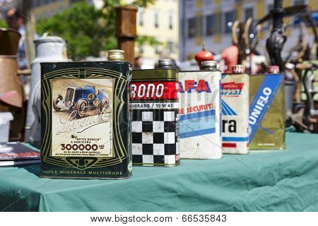 Old Motor Oil Cans For Sale In Nice, France