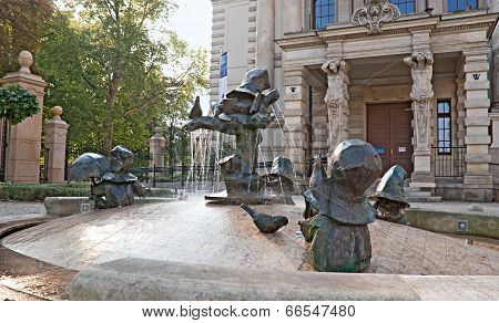 The Fountain With The Dwarves