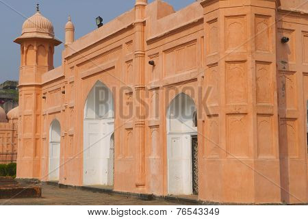 DHAKA, BANGLADESH - FEB 22: Mausoleum of Bibipari in Lalbagh fort on February 22, 2014 in Dhaka, Ban