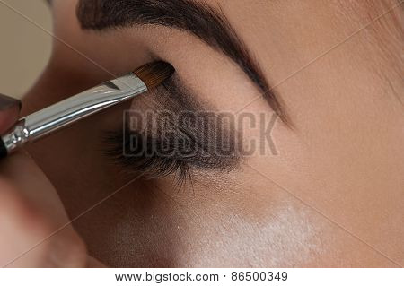 makeup artist working with the eye make-up brush