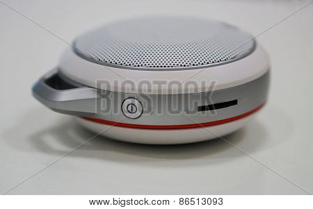 Round-shape Portable Loundspeaker