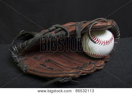 Youth T-ball Mitt With White Baseball
