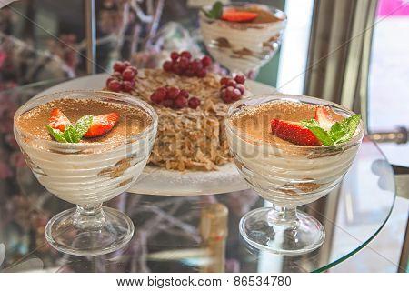 tiramisu with strawberries
