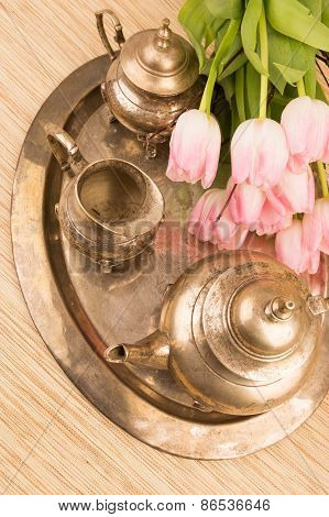 Antik Table Set With Tulips