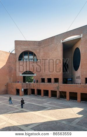 Ahmedabad, India - December 26, 2014: Asian College Students At Indian Institute Of Management.