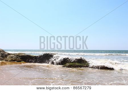 Wave hits the rocks, Bentota