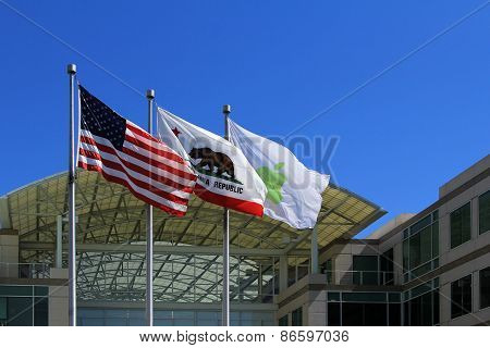 Main Entrance At Apple, Inc. Campus In Cupertino, Ca