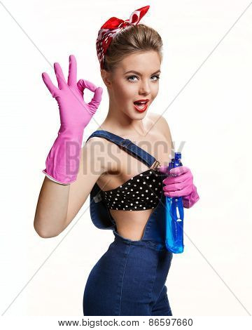 Sexual Cleaning Babe Wearing Pink Rubber Protective Gloves Holding Spray Showing Us It's Okay / Youn