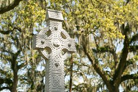 image of celtic  - The Celtic cross was placed in Emmet Park located on Bay Street in Savannah - JPG