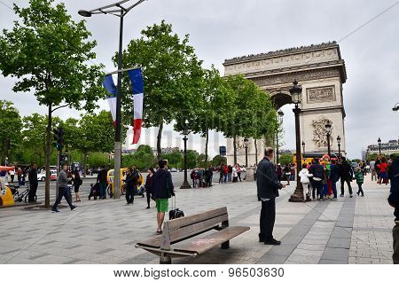 Paris, France - May 14, 2015: Tourist Visit Arc De Triomphe De L'etoile In Paris.