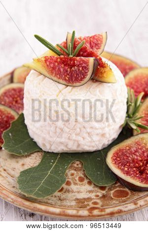 goat cheese with fresh fig