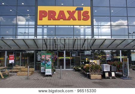 Praxis Full Do-it-yourself Center