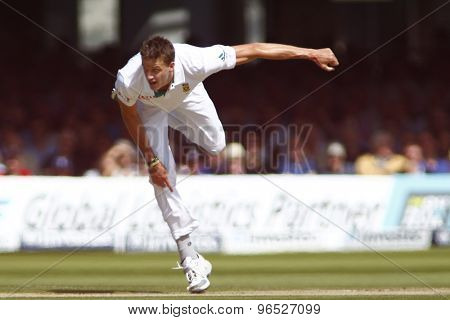 LONDON, ENGLAND. AUGUST 17 2012 South Africa's Morne Morkel bowling during the third Investec cricket  test match between England and South Africa, at Lords Cricket Ground