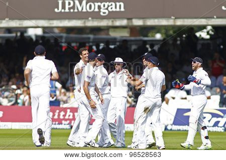 LONDON, ENGLAND. AUGUST 19 2012 England's Steven Finn and the team celebrate a wicket during the third Investec cricket  test match between England and South Africa, at Lords Cricket Ground