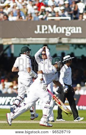 LONDON, ENGLAND. AUGUST 19 2012 England's Graeme Swann hands on his head as South Africa's Morne Morkel and Jean-Paul Duminy run a single during the third test match between England and South Africa