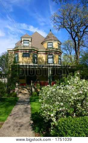 Traditional Wooden House In Oak Park