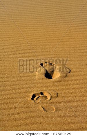 Two foot prints on the desert sand