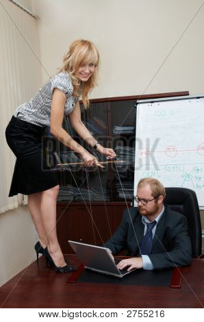 Sexy Lady Manipulates A Boss As A Marionette.