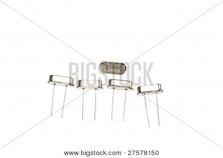 Osciladores de cristal isolados