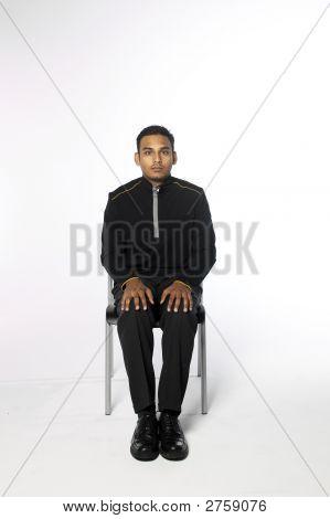 Joven sentada