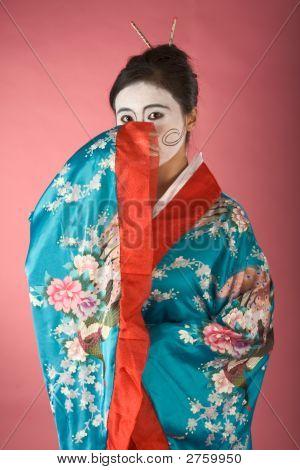Tímida Geisha en Yukata