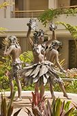 foto of hula dancer  - Sculpture of Hula Dancers in Hotel Lobby in Maui - JPG