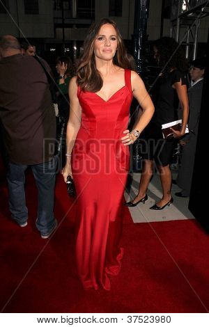 LOS ANGELES - 4 de outubro: Jennifer Garner chega na