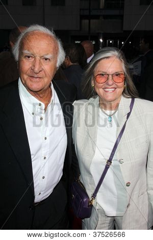 LOS ANGELES - OCT 4:  Robert Loggia arrives at the