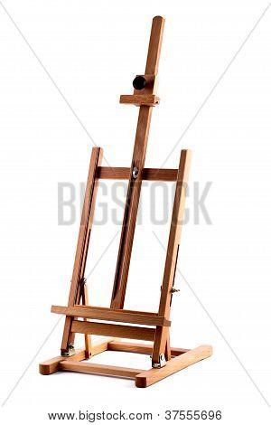 Cavalete de madeira artistas isolado no branco